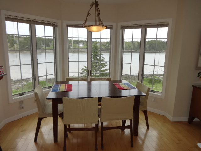 Coves Edge Bay Window Dining Maine rental